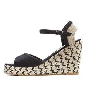 LASCANA Sandale negru / bej imagine