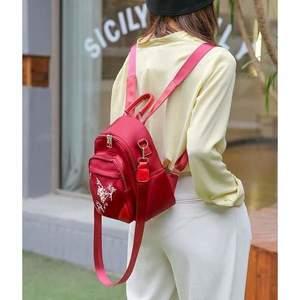 Mini rucsac roșu material textil impermeabil tip geantă Sibyl imagine