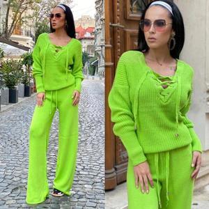 Compleu dama tricotat verde cu bluza petrecuta si pantalon evazat imagine