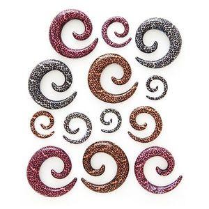 Expander pentru ureche – spirală, model leopard - Lățime: 10 mm, Culoare: Roz imagine