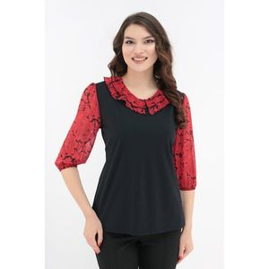 Bluza neagra cu volan dublu din voal cu flori rosii la decolteu imagine